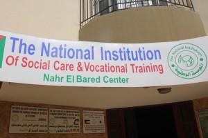 Nahr el-Baredin keskuksessa on perheneuvolan lisäksi päiväkoti-, tukiopetus- ja harrastustoimintaa, hammasklinikka, sosiaalityön yksikkö ja jalkapallokerho.